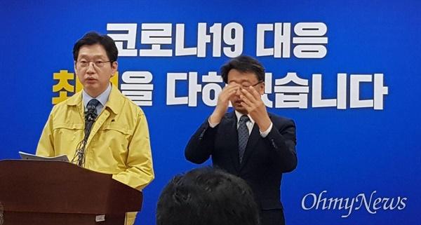 김경수 경남지사가 25일 오전 경남도청 프레스센터에서 코로나19 관련해 브리핑하고 있다.
