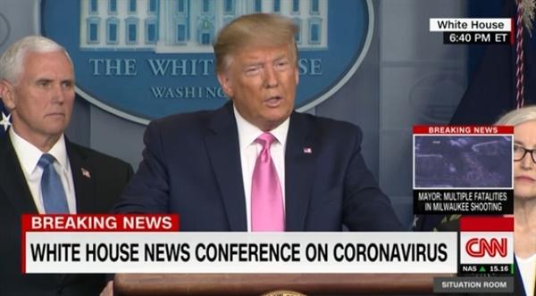 도널드 트럼프 미국 대통령의 코로나19 관련 기자회견을 중계하는 CNN 뉴스 갈무리.