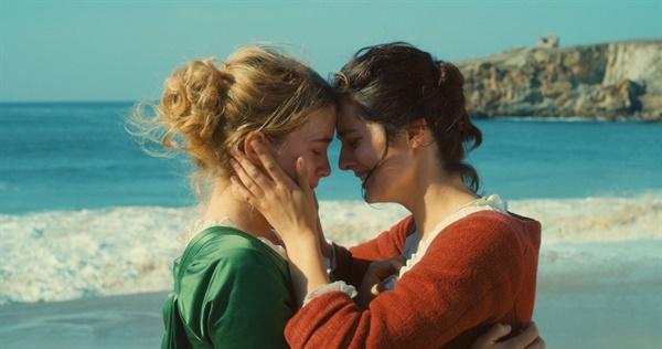 영화 <타오르는 여인의 초상>에서 공동 주연으로 활약한 아델 에넬, 노에미 메를랑