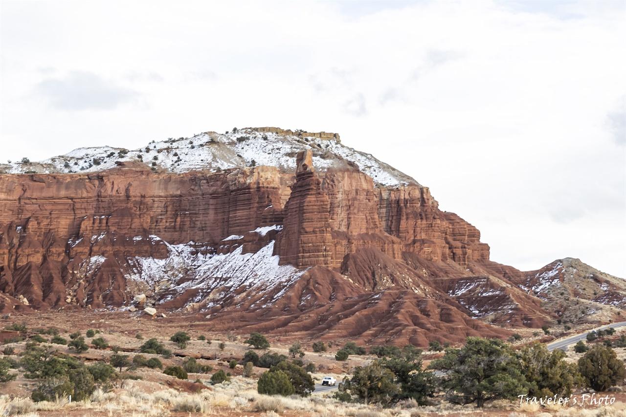 굴뚝 바위(Chimney Rock) 굴뚝 바위 근방에는 잔설이 남아있다.