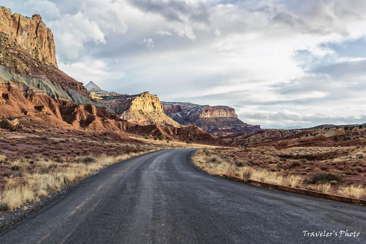 시닉 드라이브(Scenic Drive) 포장된 길을 따라가며 풍경을 볼 수 있다