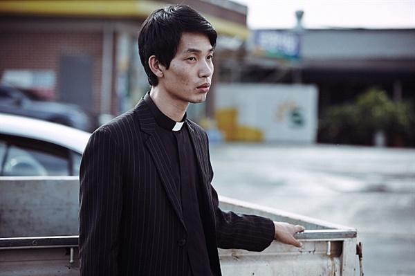 부제 양이삼(김도윤)은 외지인의 실체와 직면하면서 신앙의 흔들림에 괴로워한다.