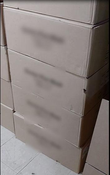 양산경찰서는 일회용 부직포 마스크를 대량 구입하여 보건용 마스크 성능 표시가 되어 있는 포장지에 낱개로 재포장한 뒤 약국에 판매한 업자를 검거했다.