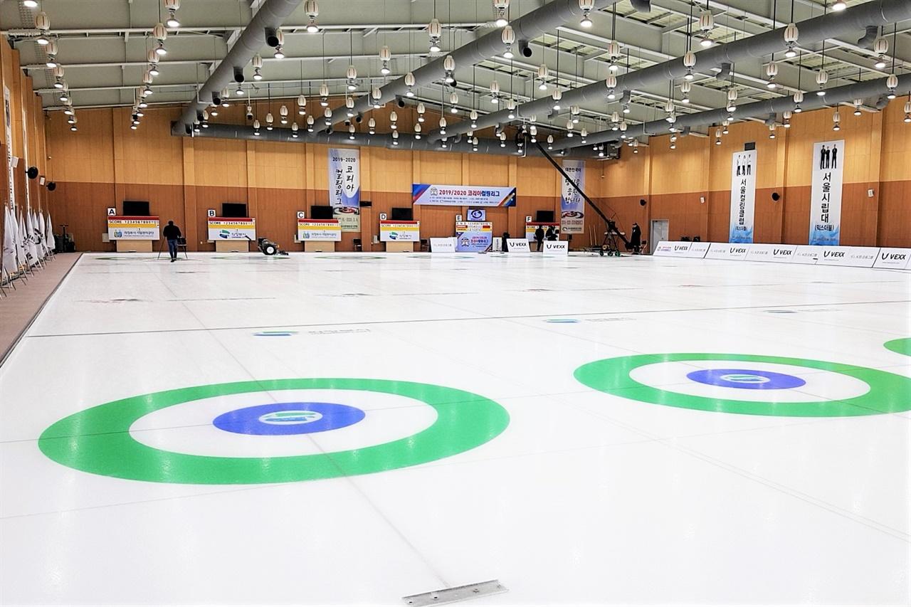 2019-2020 코리아 컬링 리그가 열리는 의정부 컬링경기장이 한산하다.