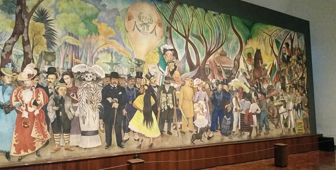 디에고 리베라가 그린 '알라메다 공원의 일요일 오후의 꿈' 중앙에는 어린 디에고가 죽음의 여신 카트리나와 팔짱을 끼고 있고 뒤에서 프리다 칼로가 어린 디에고의 어깨를 감싸고 있다.