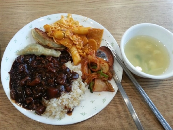 '파지사유'의 점심 밥상