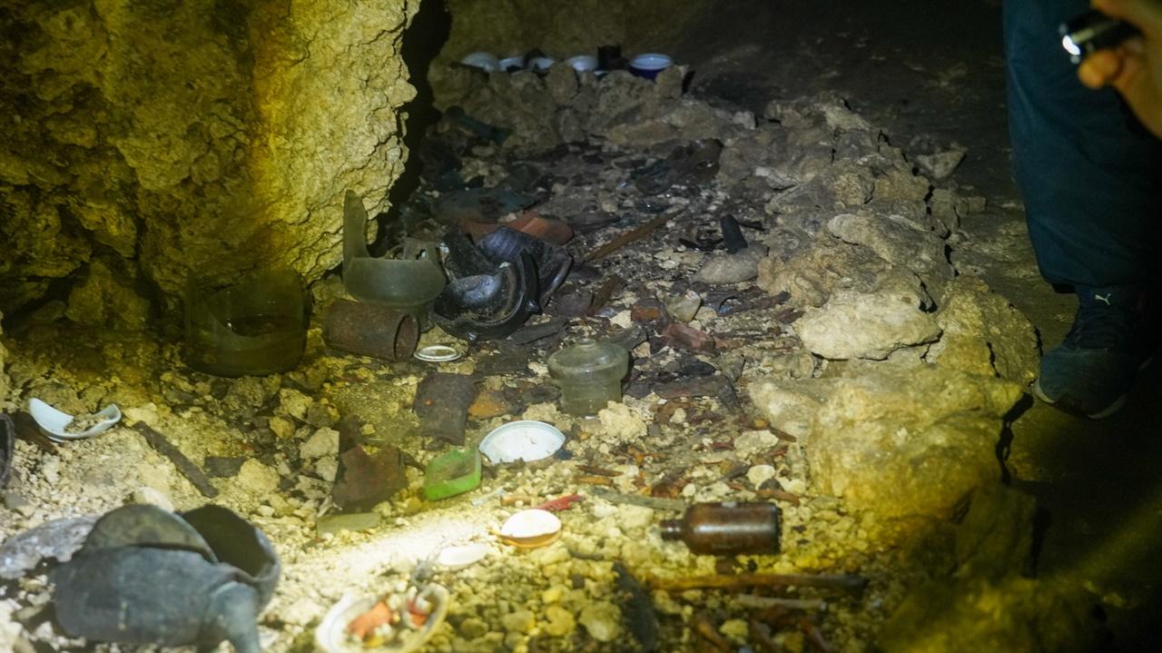 치비치리동굴 안에는 여전히 당시 돌아가신 희생자들의 유해가 있습니다