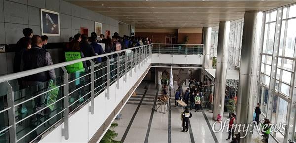 9일 오후 2시 한국마사회 부산경남경마공원에서 열기로 했던 고 문중원 기수 영결식이 중단됐다