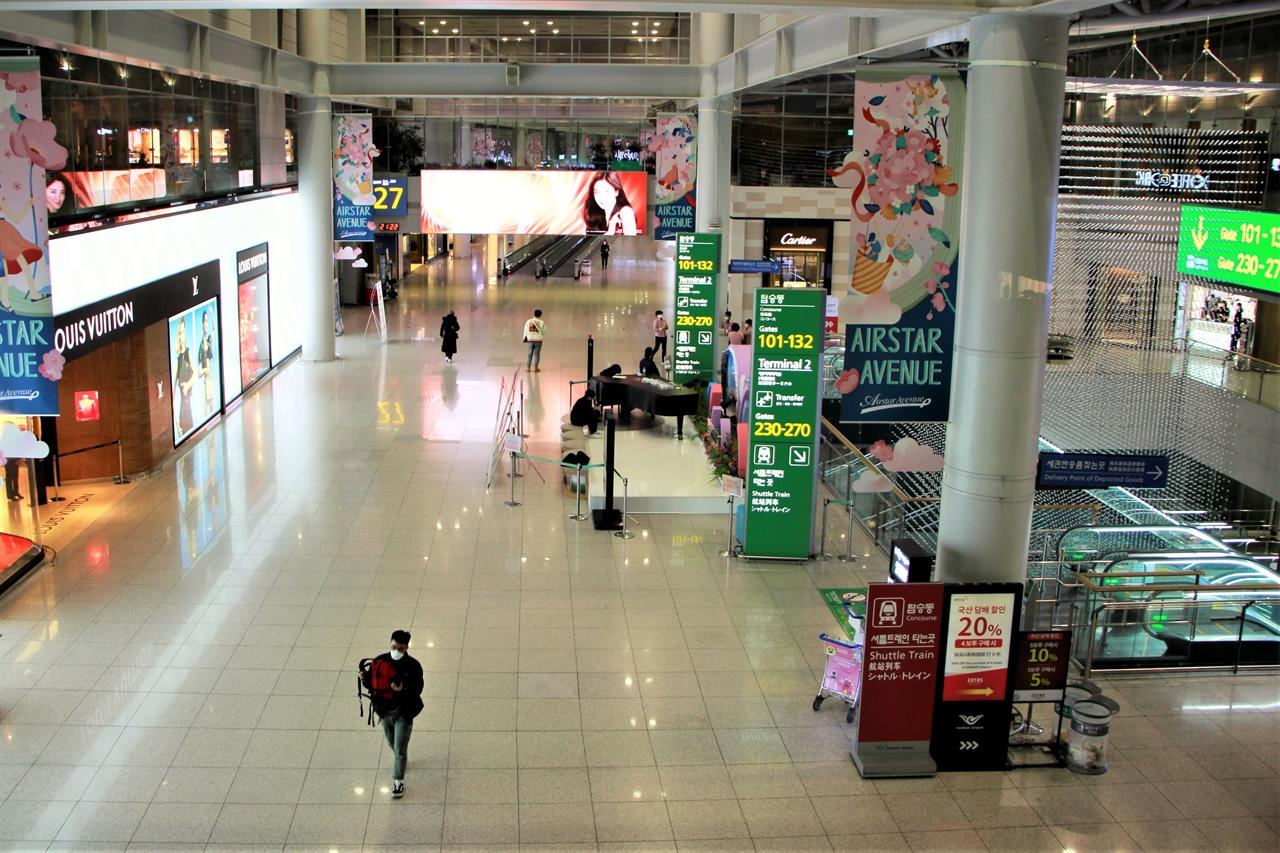 10일 밤 인천국제공항 제1여객터미널 면세구역이 텅 비어있다.
