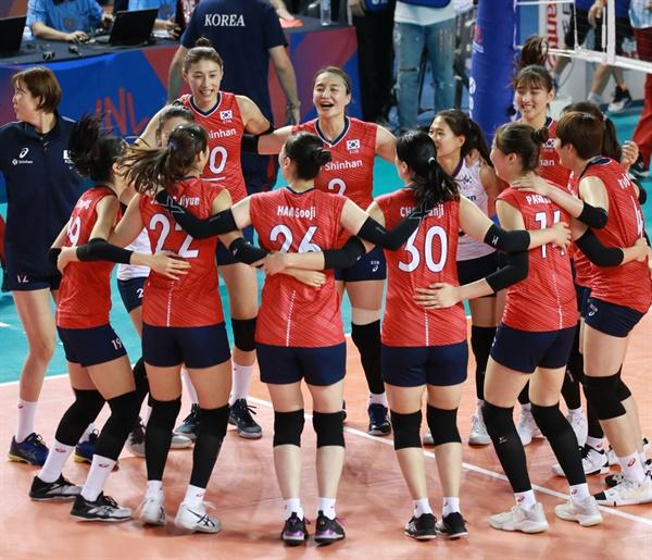 2019 VNL 여자배구 대표팀 경기 모습