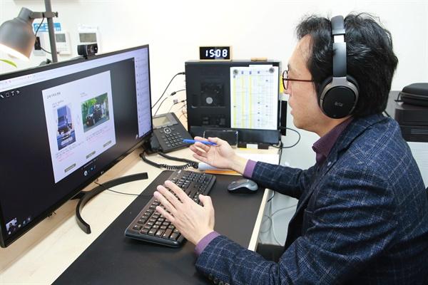 한국과학기술원(KAIST) 등 4대 과학기술원이 신종 코로나바이러스 감염증(코로나19) 확산 방지를 위해 실시간 온라인 원격 강의를 진행한다고 11일 밝혔다. 사진은 실시간 원격 강의하는 DGIST 박종래 교수.