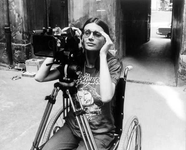 <리옹으로의 여행>을 연출하던 당시 클라우디아 폰 알레만 감독 알레만 감독은 60년대부터 꾸준히 여성과 관련된 주제로 영화를 만들어 온 베테랑 감독이다. 대표작으로는 19세기 프랑스 여성운동가이자 작가, 플로라 트리스탄에 관한 작품, <리옹으로의 여행 Die Reise nach Lyon>(1981)등이 있다. 플로라 트리스탄은 초기 페미니스트 이론에 중요한 공헌을 했으며, 여성권의 진보는 노동계급의 진보와 직접적인 관련이 있다고 주장했다. 그는 또한 폴고갱의 할머니로 알려진다.