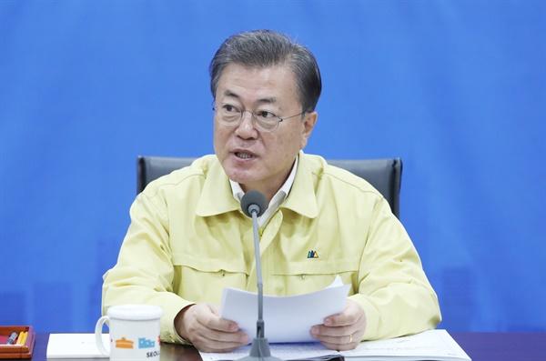 문재인 대통령이 16일 서울시청에서 열린 코로나19 수도권 공동방역회의에서 발언하고 있다