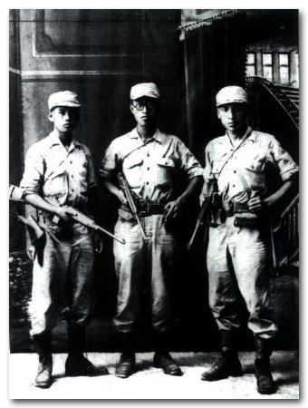 일본군 부대를 탈출, 6천 리 장정 끝에 충칭 연화지 청사에 도착해 광복군이 된 학병들 (좌로부터 노능서, 김준엽, 장준하)
