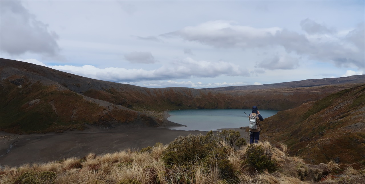 화산 활동으로 만들어진 타마 호수. 600년 전 이 호수를 처음으로 오른 마오리 부족장 타마티아의 이름을 따서 만들었다. '무작정' 걷다가 만난 보물이다.