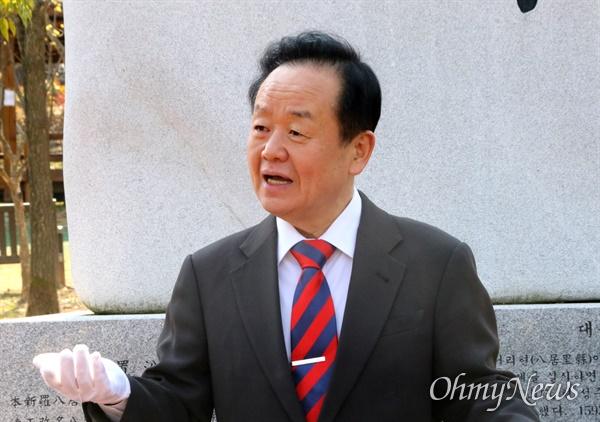 주성영 미래통합당 국회의원 대구 북구을 예비후보가 17일 오전 대구시 북구 운암지에서 기자회견을 열고 무소속 출마를 선언했다.