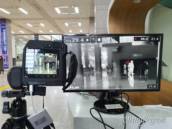 코로나19 발열 검사 모습. 자료사진