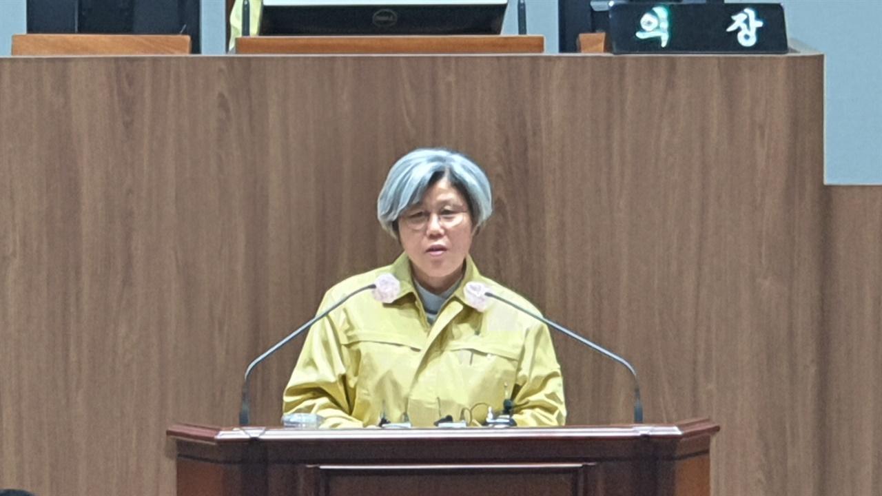 5분 자유발언을 하는 김명숙 의원