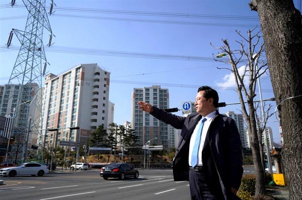 더불어민주당 김두관 의원은 양산 웅상의 주거·학교지역에 대한 송전선로와 전신주의 지중화를 공약했다.