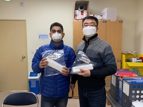 인권활동가 모임 부뜰은 아산외국인노동자지원센터 측에 직접 제작한 마스크(성인용 85개 아동용 40개)를 기부했다.