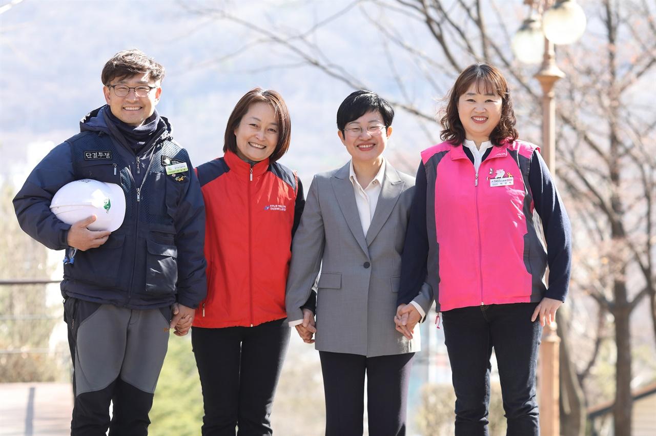 김미희후보 지지하는 건설노동자 요양보호사 학교비정규직 노동자들 모습