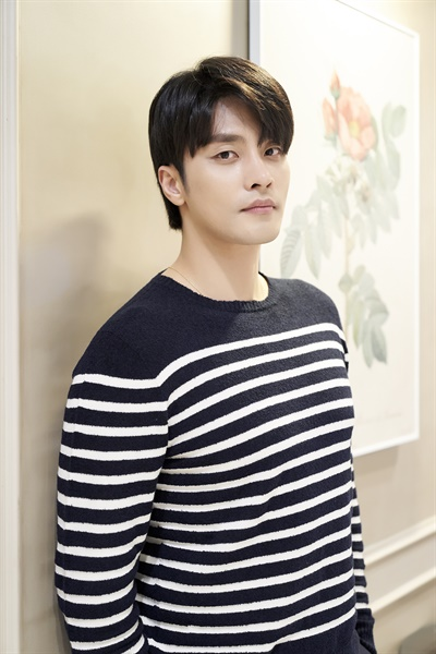 배우 성훈.