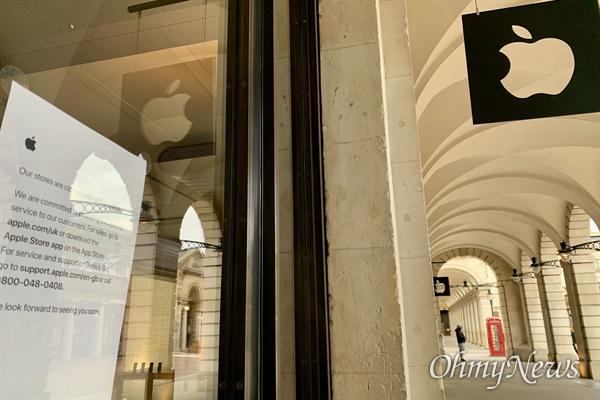 미국 애플(apple)사의 영국 코벤트가든 매장. 코로나바이러스로 문을 닫게 됐다는 안내문이 입구에 붙여있다. 옥스퍼드서커스의 애플 매장과 함께 런던의 대표적인 매장인 코벤트가든점이 닫은 것은 처음이다.