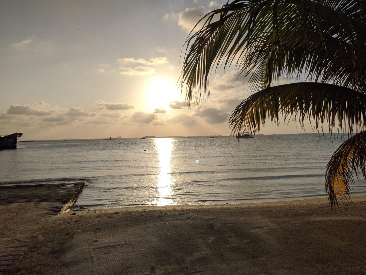 이슬라 무헤레스 섬의 석양 산책 길에 만난 이슬라 무헤레스 섬의 석양