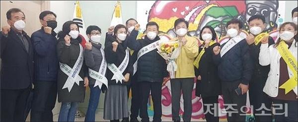 제주 소상공인연합회가 코로나19로 입학·졸업식과 각종 행사가 취소돼 어려움에 처한 화훼업 지원을 위한 '플라워 버킷 챌린지'도 시작했다.