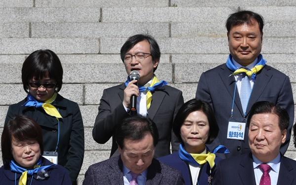 김의겸 전 청와대 대변인이 22일 오전 서울 여의도 국회 본청앞 계단에서 열린 열린민주당 비례대표 후보자 출마자 기자회견에서 발언하고 있다