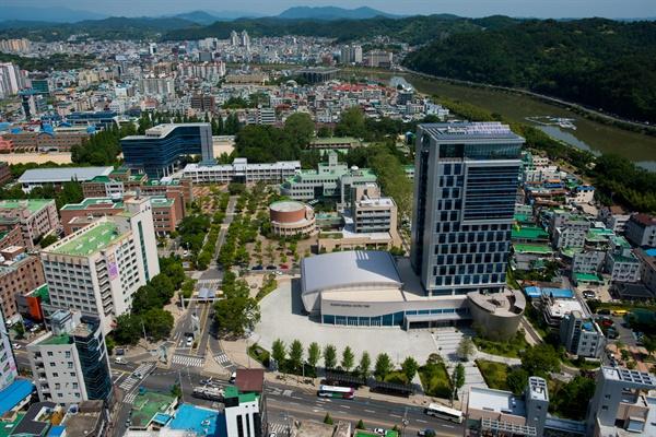 경남 진주에 있는 경남과학기술대학교 전경.
