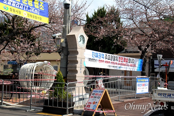 벚꽃 명소인 창원진해 여좌천 폐쇄.