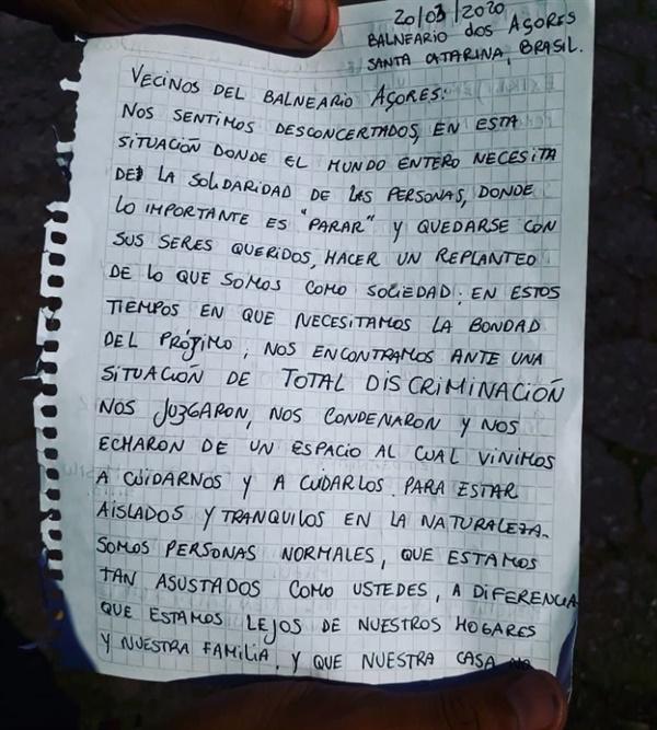까를로스가 캠핑카 차창에 붙인 자필 편지