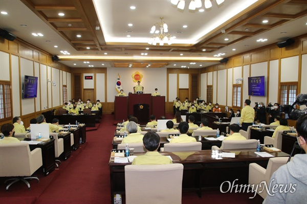 대구시의회는 25일 코로나19로 어려움을 겪고 있는 시민들에게 긴급생계자금을 지원하기 위한 원포인트 임시회를 열었다.