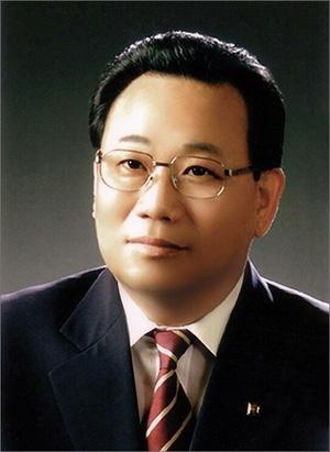 더불어민주당 박범계(대전 서구을) 의원의 선거대책위원장에 위촉된 김갑중 전 대전광역시 명예시장.