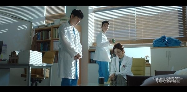 tvN 목요스페셜 <슬기로운 의사생활> 2회의 한 장면