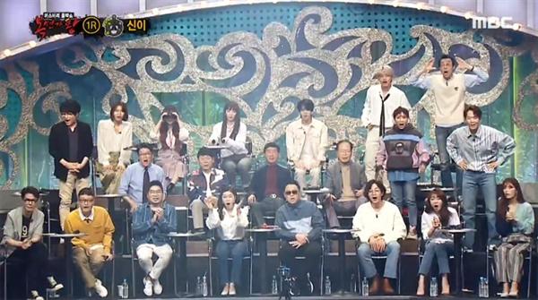 '미스테리 음악쇼 복면가왕'의 한 장면.  일반 방청객 대신 연예인 판정단의 수를 늘려 제작을 진행하고 있다.