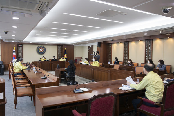 3월 26일 은평구의회 운영위원회는 코로나19 대응 위한 추경 일정을 정하기 위해 회의를 열었다.