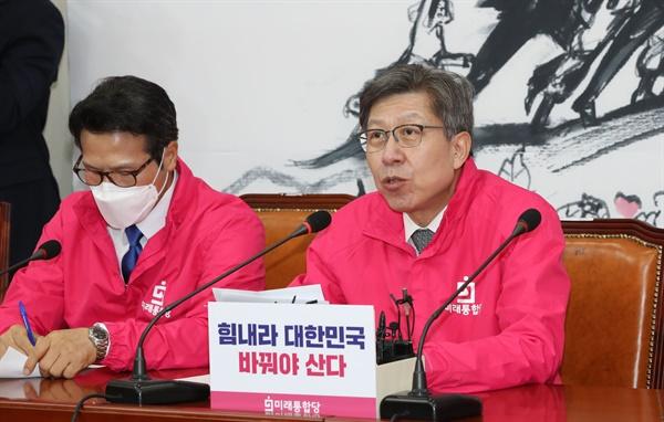 미래통합당 박형준 공동선거대책위원장이 27일 오전 서울 여의도 국회에서 열린 선거대책위원회 전략회의에서 발언하고 있다.