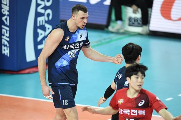 한국전력 가빈 이번 시즌 V리그에 복귀한 가빈은 팀의 공격을 이끌었다.