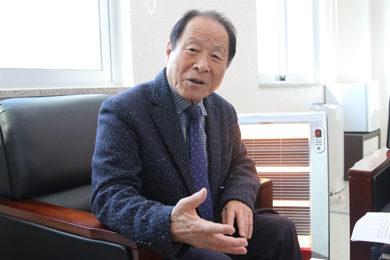 사진은 지난 8년 동안 제11대, 12대 태안노인지회장을 역임한 뒤 오는 31일을 마지막으로 이임하는 김동민 지회장.