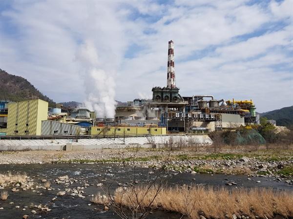 ㈜영풍 석포제련소. 1970년 10월 연간 9000톤 규모의 아연괴 생산시설로 출발한 석포제련소는 현재 아연괴 40만 톤, 황산 72만 8000톤을 생산하는 세계 4위의 아연제련업체로 성장했다.