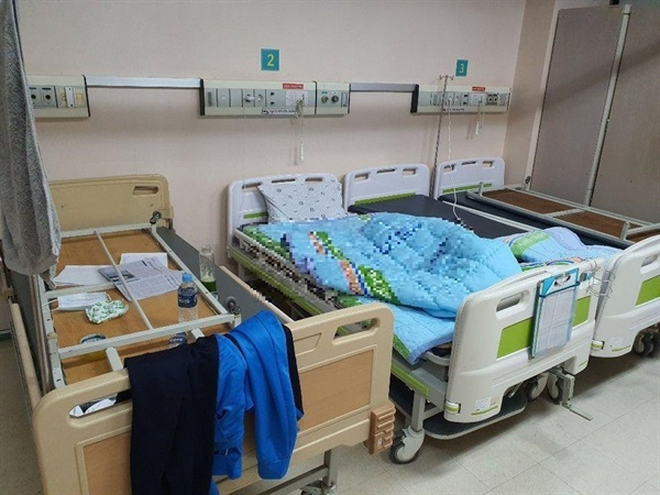 코로나19 의료진이 묵는 빈 병동의 침상