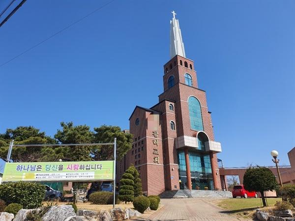 지난 22일 홍성읍 종교시설에 이어 29일 광천읍을 비롯한 5개 읍·면 지역 종교시설에도 지난주와 마찬가지로 대부분 온라인 예배가 진행되고 있었다.