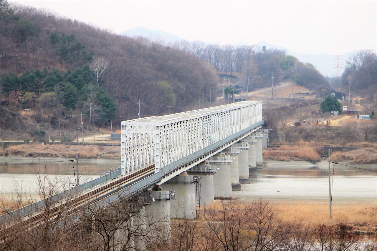 임진강철교의 모습. 2021년부터는 전철이 이곳을 넘어 도라산역까지 향한다.