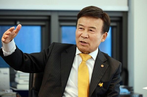 김원웅 회장 김원웅 광복회 회장이다.