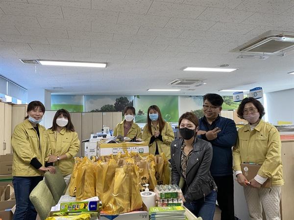 나운동에서 '가마꿉'을 운영하는 김유지씨는 치킨 수십 마리를 튀겨서 군산시보건소 의료진들에게 드렸다.