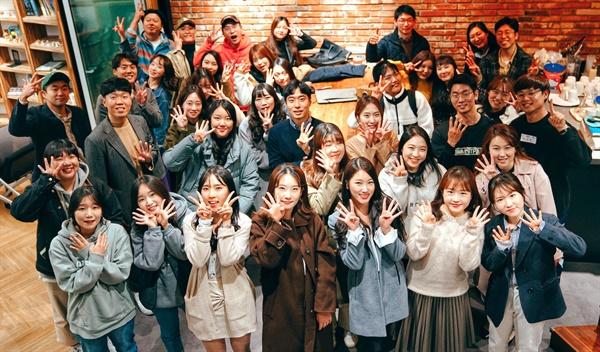 이번 초등학교 1~2학년 학생용 일일학습지 제작에 참여한 몽당분필 회원 교사들.