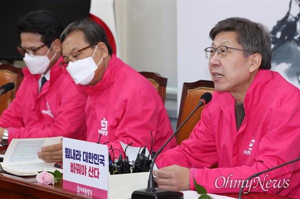 미래통합당 박형준 공동선대위원장이 31일 오전 서울 여의도 국회에서 열린 선거전략대책회의에서 모두발언을 하고 있다.