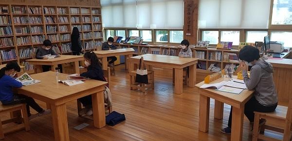 오부초등학교 학생들이 돌봄교실에 참여하고 있다.